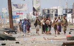 الصورة: الميليشيات تواصل خروقاتها وتستهدف مواقع «المشتركة» في الحديدة