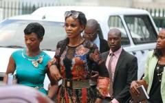 الصورة: زوجة نائب رئيس زيمبابوي متهمة بمحاولة قتله