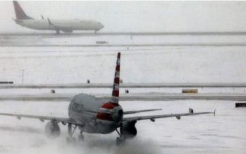 الصورة: إلغاء أكثر من 900 رحلة طيران في أميركا بسبب العواصف