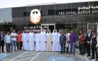 الصورة: محكمة أبوظبي العمالية تنهي نزاعاً جماعياً لـ 540 عاملاً بإتمام تسليم مستحقاتهم