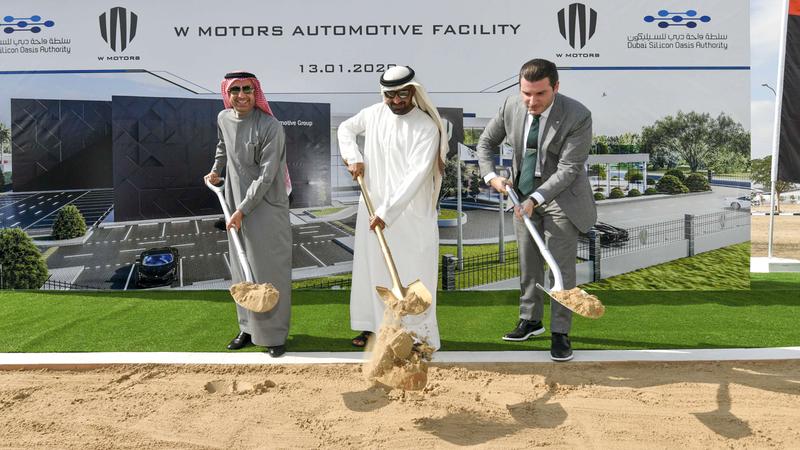 أحمد بن سعيد خلال وضع حجر الأساس للمصنع الجديد في واحة دبي للسيليكون. ■تصوير: أشوك فيرما