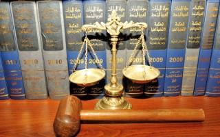 الصورة: إعادة محاكمة موظف متهم بالتهديد والسب عبر «إيميل» العمل