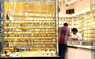 """الصورة: """"دبي للمجوهرات"""" توزع طن من الذهب"""