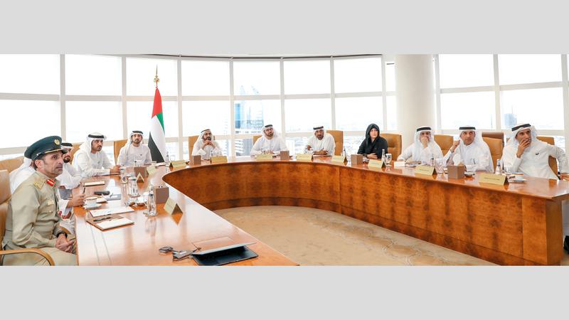 محمد بن راشد خلال ترؤسه الاجتماع الثاني لمجلس دبي. وام