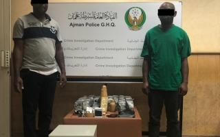 الصورة: شرطة عجمان تلقي القبض على شخصين من الجنسية الإفريقية بتهمة الاحتيال بمضاعفة الأموال