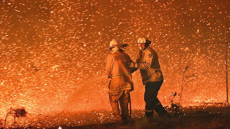هجمات الجمر خطر حقيقي يهدد السكان ورجال الإطفاء. أرشيفية