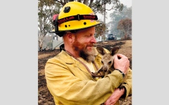 الصورة: إطفائيون متطوعون يواجهون «شياطين النار» و«هجمات الجمر»  في أستراليا