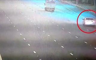 الصورة: بالفيديو.. سائق طائش يتسبب بوفاة 6 أشخاص وإصابة 19 في أبوظبي