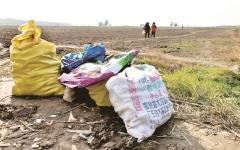 الصورة: مزارعان صينيان يتكبدان خسارة بسبب مجاملة جيرانهما