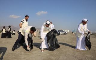 الصورة: إزالة 60 طن نفايات من سدود وشواطئ بالفجيرة