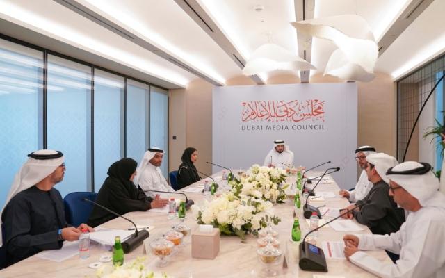 الصورة: أحمد بن محمد يترأّس الاجتماع الأول لمجلس دبي للإعلام