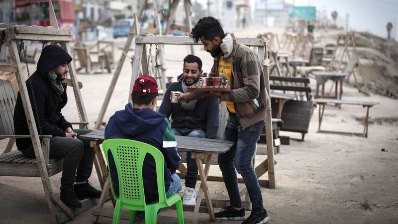 مقهى بلال العمري على الشاطئ مثال للتصميم على مقاومة الحصار. من المصدر