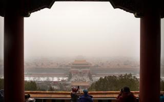 الصورة: بسيارتها الفارهة.. ثرية صينية تنتهك «المدينة المحرمة» وتفجر موجة غضب