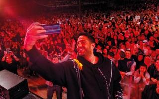 الصورة: محمد حماقي يُحيي حفلاً غنائياً في دبي