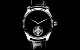 الصورة: ساعة مطلية بمادة الفانتابلاك تعطي شعور التحديث في ثقب أسود
