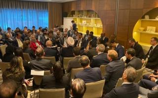 """الصورة: بتوجيهات محمد بن راشد .. دبي تطلق """"الجواز اللوجستي العالمي"""" في دافوس"""