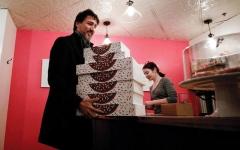 الصورة: دراما في متجر لبيع الدونات بطلها رئيس الوزراء الكندي