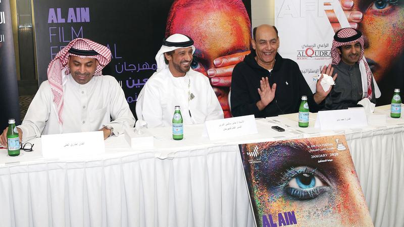 أحمد بدير يتوسّط عامر سالمين المري وطارق العلي وخليل الرميثي في الندوة التي أعقبت تكريمه. الإمارات اليوم