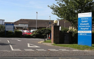 الصورة: وفاة 7 أطفال في مشفى ببريطانيا بسبب رفض الأطباء العمل بمناوبات ليلية