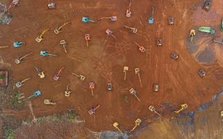 الصورة: مئات المركبات الثقيلة وجيوش من العمال لبناء مشفى من الصفر لعلاج كورونا في الصين
