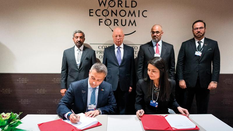 خالد بن محمد بن زايد وأحمد بن سعيد خلال حضورهما توقيع اتفاقية دعم المهارات المستقبلية. ■وام