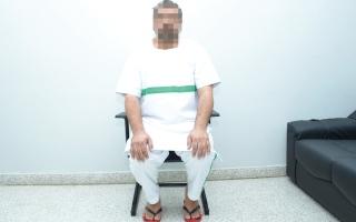 الصورة: «محمد» خلف قضبان السجن على ذمة دية شرعية