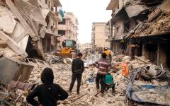 الصورة: 700 ألف نازح شمال غرب سورية إثر الضربات الجوية