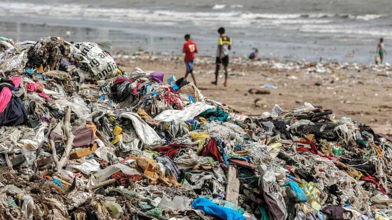 معظم المدن الهندية تعاني وجود كميات هائلة من النفايات غير المجمعة.  من المصدر