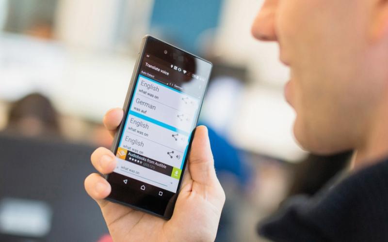 الصورة: «غوغل» تزود الهواتف بخاصية ترجمة المحادثات لحظياً