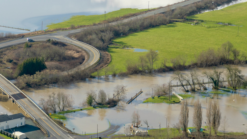 منظر من الجو لمياه الفيضان بالقرب من نهر كوكويل.  أ.ب