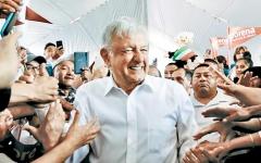 الصورة: سفر الرئيس المكسيكي على الرحلات التجارية يعرّض أفراد شعبه للخطر