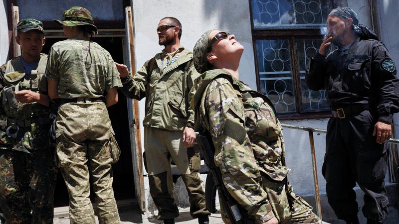 متمردون في أوكرانيا دعمتهم روسيا بعد استخدامها القوة في هذا البلد.  غيتي