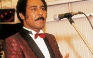 الصورة: وفاة الفنان السوداني عبدالعزيز المبارك.. وداعاً «يا عسل رايق مصفى»