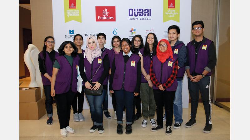 المتطوعون جزء رئيس من قصة نجاح «الإمارات للآداب». من المصدر