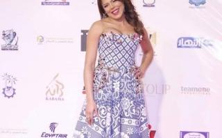 الصورة: ناهد السباعي تثير الجدل بفستان «الكوفرتة» في مهرجان أفلام المرأة