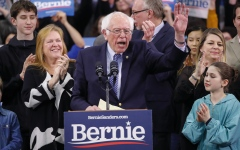 الصورة: ساندرز يفوز في الانتخابات التمهيدية للديمقراطيين في نيوهامبشر