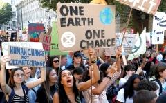 الصورة: «القلق المناخي».. مشكلة صحية جديدة تهدد الشباب والأطفال