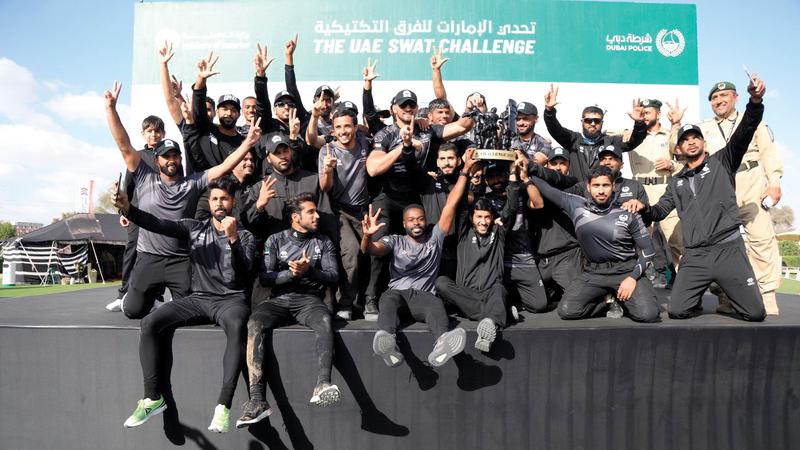 أبطال فريق شرطة دبي بعد الفوز بالبطولة. ■ من المصدر
