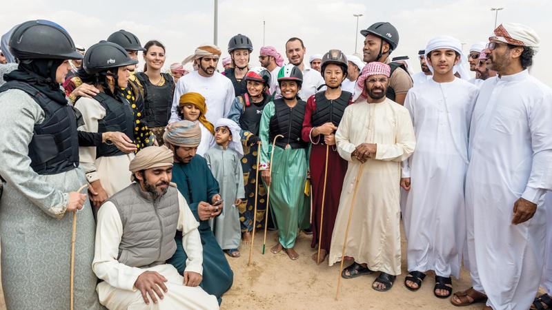 ولي عهد دبي حرص على تشجيع المتسابقين في هذه البطولة.  من المصدر