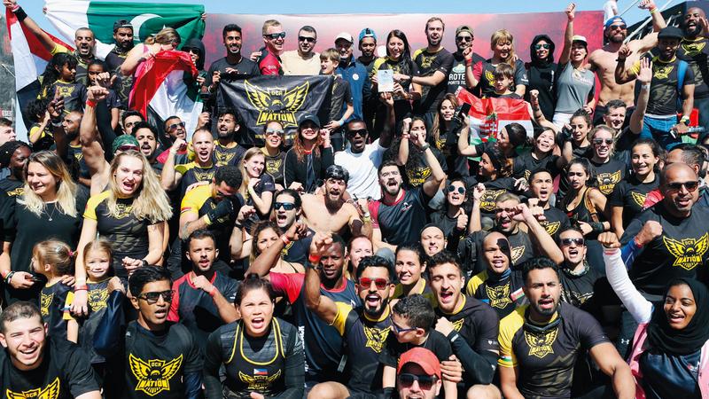 روح تنافسية عالية تمتع بها المشاركون في تحدي الصحراء.  من المصدر
