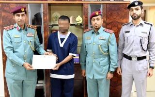 الصورة: بالفيديو.. «دبي الإسلامي» ومتبرع يعيدان الحرية إلى «سالم» بـ 240 ألف درهم