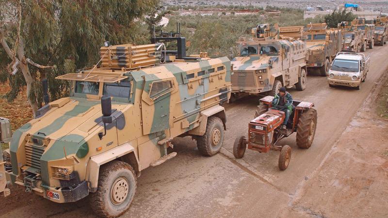 قافلة من المركبات العسكرية التركية في إدلب.  ■ أ.ف.ب