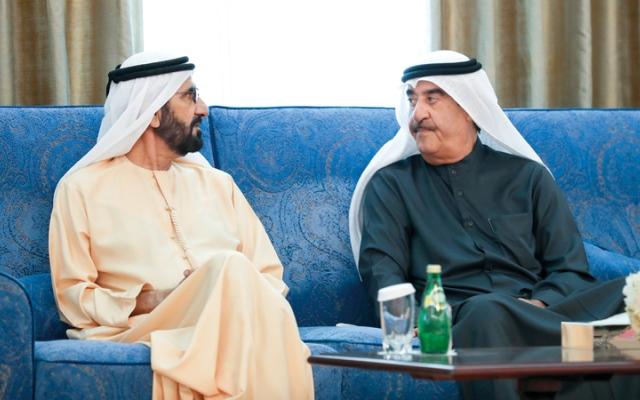 الصورة: محمد بن راشد والحكام يعزّون سعود المعلا في وفاة الشيخ محمد الشامسي