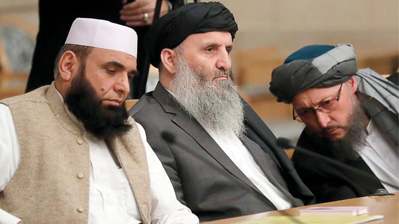 مفاوضون من «طالبان» يعملون على التوصل إلى اتفاق هدنة يفضي إلى اتفاق سلام لايزال بعيد المنال.  غيتي