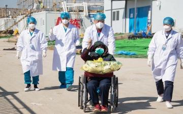 """الصورة: وفاة مدير المستشفى الرئيسي في """"ووهان"""" الصينية بفيروس كورونا الجديد"""