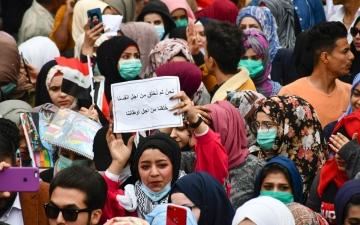 الصورة: حلم وحب وجرأة.. تظاهرات العراق كسرت محرمات اجتماعية عدة