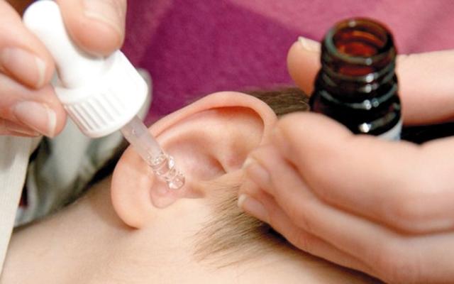 الصورة: نصائح حول قطرات الأذن