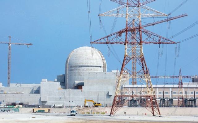 الصورة: «نواة للطاقة» تبدأ تحميل حزم الوقود النووي بأول محطة في «براكة»