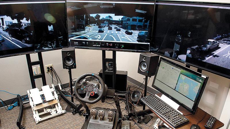 مركز قيادة حديث لتسيير الشاحنات عن بُعْد مجهز بأحدث وسائل التقنية.  من المصدر