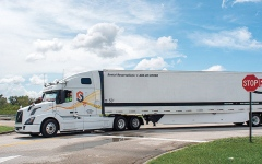 الصورة: الشاحنات الذاتية القيادة في أميركا تهدد السائقين بفقدان وظائفهم